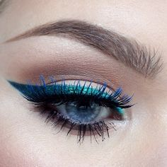 VERY PRETTY WAY TO USE BLUE LINER ( LOOKS LIKE BLUE MASCARA, AS WELL)