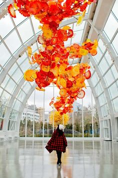 Chihuly Garden and Glass Museum Seattle - Dale Chihuly is one of the most recognizable names in glass art. He's perhaps most famous for his work in the Bellagio lobby ceiling. // http://localadventurer.com