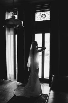 Elegant hotel for wedding preparation Chicago | Chicago Athletic Association Hotel pre-wedding preparation | by Mark Trela Photography (www.marktrela.com)