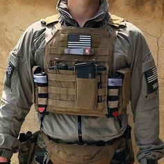 ・・・ Finally new plate carrier in coyote brown! (not completed yet) 🇺🇸😎🇺🇸 Military Tactical Vest, Tactical Uniforms, Military Guns, Tactical Gear, Airsoft Plate Carrier, Plate Carrier Setup, Special Forces Gear, Police Gear, Airsoft Gear