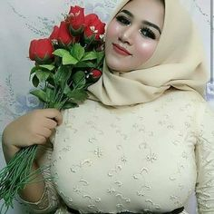 Arab Girls Hijab, Girl Hijab, Casual Hijab Outfit, Hijab Chic, Beautiful Muslim Women, Beautiful Hijab, Sexy Asian Girls, Sexy Hot Girls, Bridal Nightwear