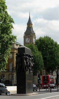 Women of World War Two  Memorial .Whitehall. London, England (by Snappy Pete on Flickr)