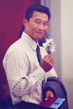 Jin-soo Kwon holding a flower for Sun <3