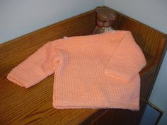 Easy Toddler Boat Neck Sweater (easy to convert) Easy Sweater Knitting Patterns, Baby Sweater Patterns, Baby Patterns, Knitting Ideas, Free Knitting, Knitting Projects, Toddler Sweater, Knit Baby Sweaters, Baby Knits