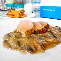 Fitness panenka v houbové omáčce - zdravý recept Bajola Ham, Paleo, Food And Drink, Pork, Health Fitness, Low Carb, Cooking Recipes, Smoothie, Meals