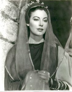 American actress Ava Gardner acting in the film 'Knights of the Round Table'. 1953 Get premium, high resolution news photos at Getty Images Hollywood Cinema, Old Hollywood Glam, Golden Age Of Hollywood, Classic Hollywood, Hollywood Stars, Ava Gardner, Tyrone Power, Errol Flynn, Humphrey Bogart