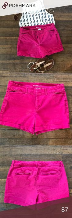 Fuchsia Pink Shorts Old Navy Size 8 These shorts are great for that pop of color in your wardrobe. Pair these shorts with a white, navy, grey, black or patterned tank or tee, add sandals and a hat to polish off your look and you are good to go! Fuchsia Pink Shorts from Old Navy are a size 8. Old Navy Shorts