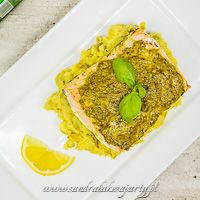 SANDRA BAKES A PARTY!:: Salmon with basil pesto and mashed potatoes with peas.