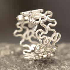 Ring Zilver 925 (1ste gehalte) Platte kronkeldraad Ringmaat:19 mm. (Max) Breedte: 12,5 mm.