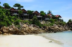 Cliffside bungalows on scenic Koh Phangan. Haad Yao High Life is a family run bungalow resort, built on side of a cliff with an great view over the bay of Haad Yao.   #bungalow #nature #mountains #beach #beautiful #kohphangan #thailand
