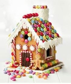 70 Easy And Delicious Christmas Cookies: DIY Christmas Cookies, Christmas Gingerbread, Christmas food, Christmas desserts, Graham Cracker House, Graham Cracker Gingerbread House, Cool Gingerbread Houses, Gingerbread House Designs, Gingerbread House Parties, Gingerbread Decorations, Christmas Gingerbread House, Christmas Goodies, Christmas Desserts