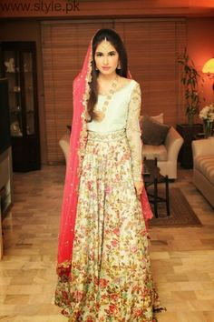 Latest Pakistani Engagement Dresses (8)