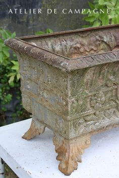 #24/279 H French Jardiniere detail
