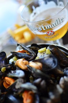 Mussels, belgian fries and of course a delightful belgian beer : Westmalle Tripel