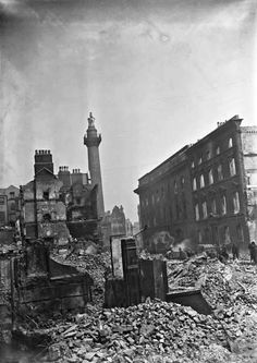 On the of April 1916 the Irish Volunteers and Citizen Army occupied… Old Pictures, Old Photos, Irish Independence, Easter Rising, Old Irish, Ares, Timeline Photos, History Books, Image Shows