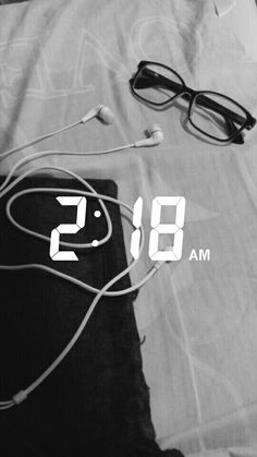 Pinterest: @ElizaFerraz ⬅ Snapchat Time, Snapchat Posts, Snapchat Streak, Snapchat Stories, Snapchat Ideas, White Aesthetic Photography, Muslim Images, Future Photos, Teenage Girl Photography