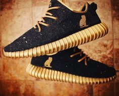 """The 50 Best adidas Yeezy 350 Boost Customs - """"OVO"""" by Hippie Neal Fashion Boots, Sneakers Fashion, Mens Fashion, Runway Fashion, Boho Fashion, Fashion Trends, Streetwear, Hypebeast, Adidas Shoes Outlet"""
