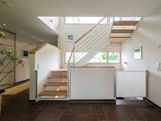 Treppe im Haus Design 182 von Frammelsberger Holzhaus • Mit Musterhaus.net Inspirationen für tolle Treppen sammeln!