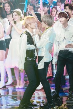 """""""the way taehyung crouched down so jimin could be taller than him, imagine being this whipped and inlove ㅡ only vmin can relate 😔"""" Bts Bangtan Boy, Bts Taehyung, Bts Boys, Namjoon, Foto Bts, Bts Photo, Yoonmin, Jikook, Kpop"""