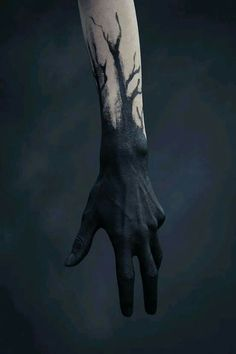 BODY PAINT Scribes hands but changed to gold would acompany golden runes on the body model is dark skinned for EG # Ink Aesthetic harry dunkerley uploaded by alexielle🥀 on We Heart It Les Runes, Arte Horror, Maquillage Halloween, Oeuvre D'art, Black Tattoos, Dark Art, Les Oeuvres, Character Inspiration, Fashion Inspiration