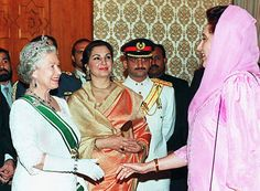 Queen and Benazir Bhutto Pakistani Culture, Elisabeth Ii, Evolution Of Fashion, Muslim Brides, Great Women, Historical Pictures, Central Asia, The Incredibles, Pakistan Quotes