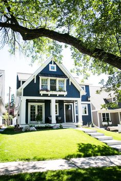 Color is a significant and powerful tool in exterior painting. Navy blue and whi… Color is a significant and powerful tool in exterior painting. Navy blue and white house paint colors are perfect because it makes the color of the… Continue Reading →
