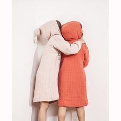 L'accessoire du jour #MuslinCottonHoodedBathrobe: @mymoumout #Essential: www.lesnominettes.com