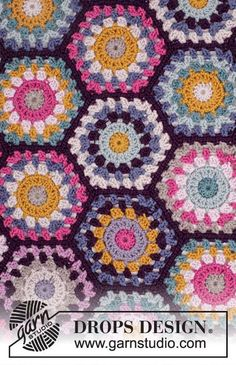 Boho Spells - free crochet hexagons blanket pattern with chart by DROPS design. Crochet Afghans, Crochet Motifs, Crochet Blocks, Crochet Squares, Afghan Crochet Patterns, Free Crochet, Hexagon Crochet, Drops Design, Point Granny Au Crochet