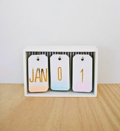 Best DIY Gifts for Girls - DIY Ombre Calendar - Cute Crafts and DIY Projects that Make Cool DYI Gift Ideas for Young and Older Girls, Teens and Teenagers - Awesome Room and Home Decor for Bedroom, Fashion, Jewelry and Hair Accessories - Cheap Craft Projec Diy Ombre, Cool Diy, Cute Crafts, Diy And Crafts, Best Crafts, Cute Diy Crafts For Your Room, Diy Crafts Back To School, Decor Crafts, Diy Simple