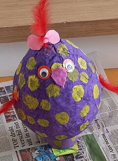 Kip van ballon maken Crafts For Kids, Arts And Crafts, Art Lessons Elementary, What To Make, Fun Projects, Art For Kids, Activities For Kids, Christmas Bulbs, Presents