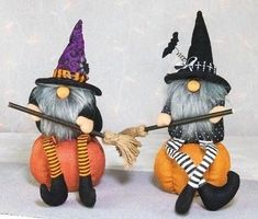 Halloween gnome on pumpkin Halloween Cards, Holidays Halloween, Halloween 2020, Halloween Decorations, Fall Crafts, Holiday Crafts, Gnome Ornaments, Adornos Halloween, Scandinavian Gnomes