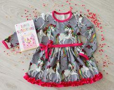 Paidasta mekoksi! - ohje kaavan muokkaamiseen ja soveltamiseen - Punatukka ja kaksi karhua Apron, Baby, Fashion, Moda, Fashion Styles, Infants, Fasion, Baby Humor, Babies
