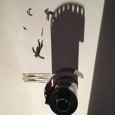 """坂井直樹の""""デザインの深読み"""": ヴィンセント・バルは、日常的なオブジェクトの影を独創的なイラストに変える。クリエイターは妄想癖のある人が多いのだろう。"""