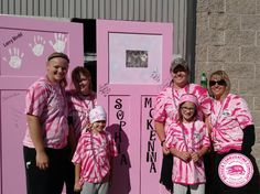 Badger Corrugating Company is proud to support Gundersen Medical Foundation Steppin' out in Pink, a fundraising walk supporting breast cancer awareness, research and services in La Crosse, Wisconsin. Pink doors lined the sidewalk along the 4.5 mile course. The walkers were invited to stop and sign any of the doors –  walkers could make their tribute based on their story.#steppinoutinpink #SOIP2015 #fightforacure #breastcancer