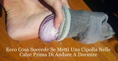 Once you Learn this Chinese Medicine Secret, Every Night You Will Go to Bed with Onions in your Socks - Tiptop Home Remedies Health Benefits, Health Tips, Health And Wellness, Health Fitness, Health Heal, Oral Health, Foot Remedies, Health Remedies, Chest Congestion Remedies