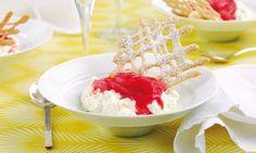 Rhabarber-Apfel-Crème mit Knusper-Gitter - Rezepte - Schweizer Milch Cereal, Breakfast, Food, Lattices, Swiss Guard, Milk, Apple, Simple, Baking