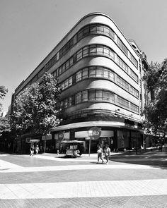 """Santiago Adicto on Instagram: """"Un edificio imprescindible del centro de Santiago. 👇 . Reposted from @arq.pinilla . Recuerdo de Paseo Dominguero por Santiago. Uno de mis…"""""""