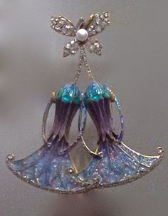An Art Nouveau gold, plique-à-jour enamel, diamond and pearl pendant, by Georges Fouquet, after Charles Desrosiers. #Fouquet #ArtNouveau #pendant