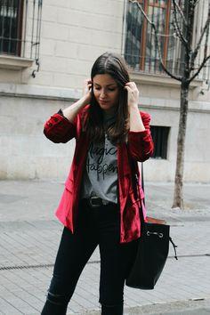 Red velvet blazer, jeans, heels #outfit #look #streetstyle