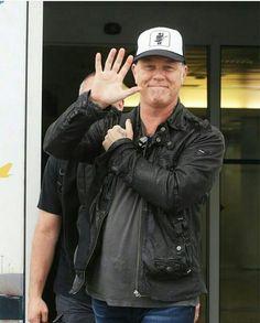 Jamz Hetfield... that hat is freakin awesome  !!!!