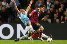 Leo Messi es marcado por Kompany