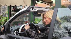 #ElenaBarolo Elena Barolo: ~ Super affascinata dagli interni nuovissimi e tecnologici della smart for two, me ne vado in giro per la città respirando aria di primavera! ~ #escialloscoperto #smartcabrio @smartitalia #elenabarolo #car #lovecar #milano #cabrio