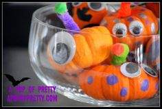 Mini Pumpkin Monsters (Kids Halloween Crafts} Looking for a super easy Halloween craft to entertain young kids? With a bag of mini-pumpkins from your local… Halloween Craft Activities, Halloween Crafts For Kids, Craft Activities For Kids, Holidays Halloween, Halloween Fun, Holiday Crafts, Holiday Fun, Halloween Tricks, Kids Crafts