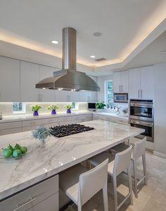Cozinha Gourmet: 50 Lindas Inspirações para Planejar e Montar a Sua! Open Plan Kitchen Living Room, Kitchen Room Design, Luxury Kitchen Design, Kitchen Cabinet Design, Interior Design Kitchen, Kitchen Dining, Kitchen Decor, Modern Kitchen Renovation, Modern Kitchen Cabinets