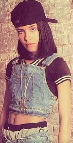 AALIYAH You can see how her style inspires everyone.I've seen Rihanna rock a similar look Chica Hip Hop, 90s Hip Hop, Rip Aaliyah, Aaliyah Style, Alicia Silverstone, Gianni Versace, Hip Hop Fashion, 90s Fashion, Fashion Outfits