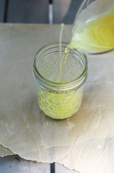 For summer camping : DIY Beeswax Insect Repellant Candles @Pascale Lemay Lemay De Groof