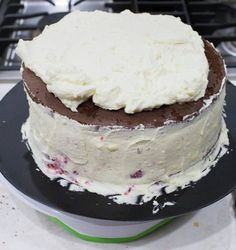 Raspberry Dulce de Leche Chocolate Cake or Torta Mixta in Chile is a delicious, traditional recipe. Thousand Layer Cake, Chilean Recipes, Chilean Food, Puff Pastry Dough, Cake Flour, Cake Mold, Oven Baked, Yummy Cakes, Vanilla Cake