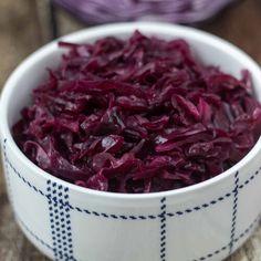 Danish Red Cabbage Recipe, Purple Cabbage Recipes, Keto Cabbage Recipe, Danish Cuisine, Danish Food, Norwegian Food, Norwegian Recipes, Norwegian Cuisine, German Recipes