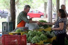 """O cultivo e o consumo de alimentos orgânicos é cada vez mais divulgado no país, mas de maneira pontual. Por isso, quem busca uma alimentação mais saudável nem sempre encontra com facilidade locais que vendem produtos orgânicos. Porém, uma iniciativa de um grupo de voluntários tem tornado isso bem mais fácil. Há menos de um...<br /><a class=""""more-link"""" href=""""https://catracalivre.com.br/geral/gentileza-urbana/indicacao/mapa-da-mina-organica/"""">Continue lendo »</a>"""