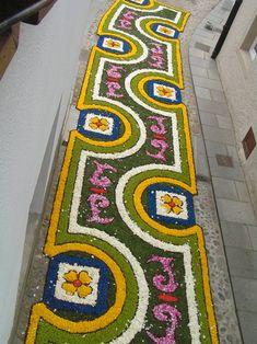 Topiary Garden, Garden Art, Simple Flower Rangoli, Rangoli Designs Latest, Green Belt, Magic Carpet, Paper Quilling, Urban Art, Flower Decorations